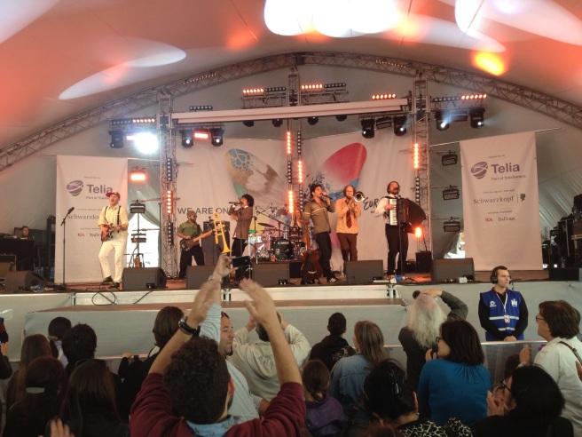 Un concerto, sotto la tenda di Gustav Adolfstorg