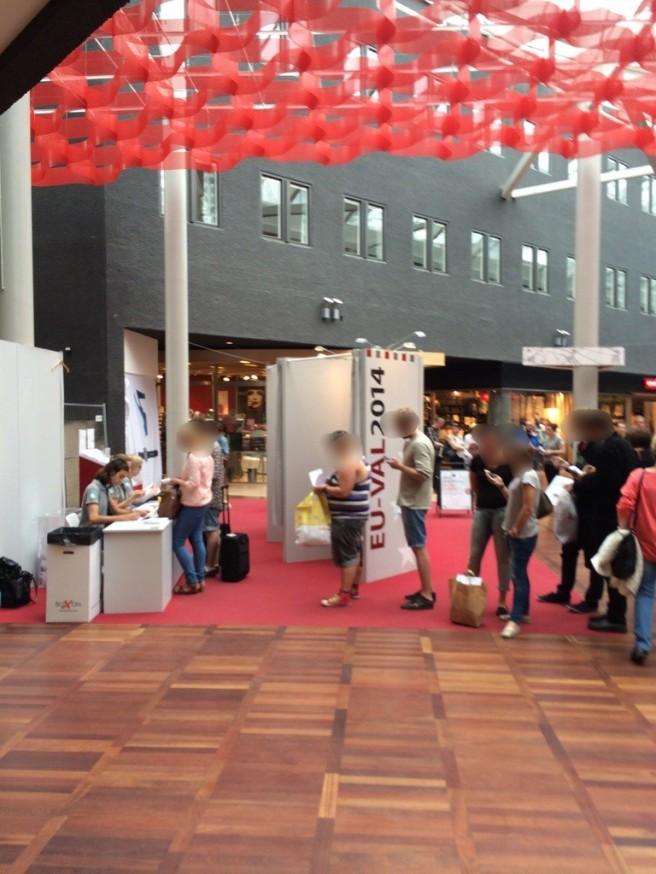 In coda per il voto anticipato al centro commerciale Triangeln
